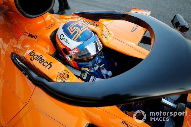 Carlos Sainz Jr., McLaren MCL34 cockpit view