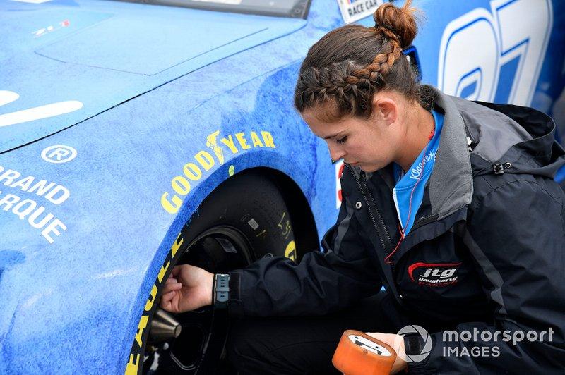 Ryan Preece, JTG Daugherty Racing, Chevrolet Camaro Kroger.com crew