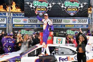 Ganador Denny Hamlin, Joe Gibbs Racing, Toyota Camry FedEx Office