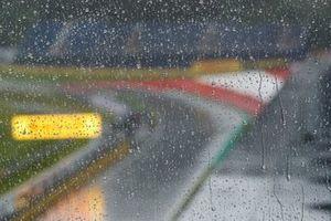 Дождь над трассой
