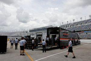 Garage, setup, #6: Acura Team Penske Acura DPi, DPi: Juan Pablo Montoya, Dane Cameron, #7: Acura Team Penske Acura DPi, DPi: Helio Castroneves, Ricky Taylor