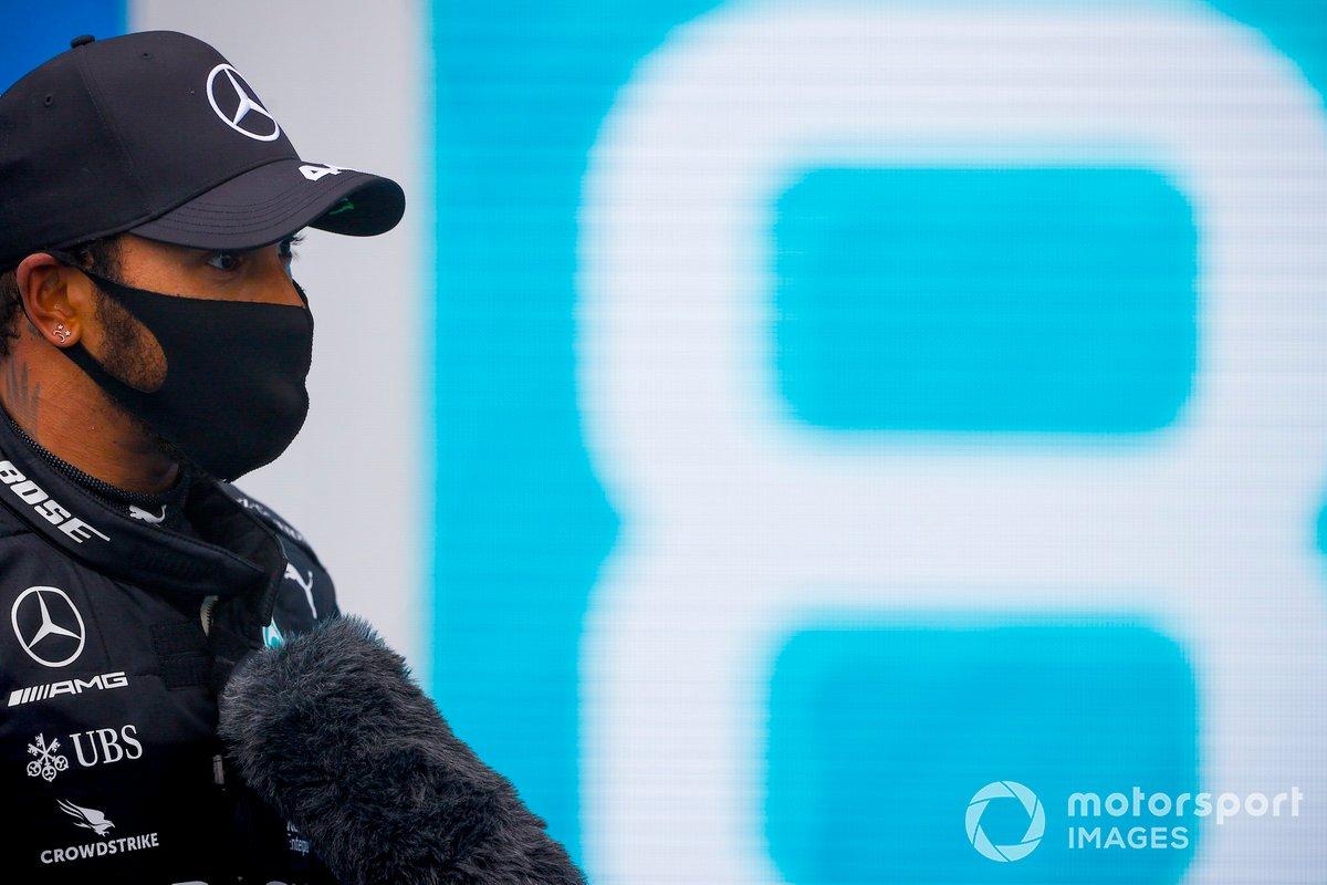 Ganador de la carrera Lewis Hamilton, Mercedes-AMG Petronas F1 en Parc Ferme
