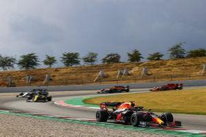 Alex Albon, Red Bull Racing RB16, Esteban Ocon, Renault F1 Team R.S.20, Pierre Gasly, AlphaTauri AT01