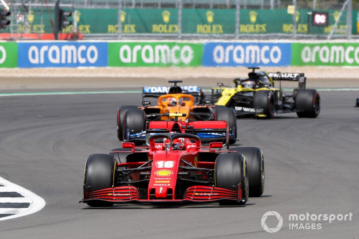 Charles Leclerc, Ferrari SF1000, Carlos Sainz Jr., McLaren MCL35, e Daniel Ricciardo, Renault F1 Team R.S.20