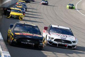 Clint Bowyer, Stewart-Haas Racing, Ford Mustang DEKALB, Brad Keselowski, Team Penske, Ford Mustang Discount Tire
