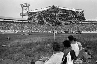 Jochen Rindt, Lotus 72C Ford leads Clay Regazzoni, Ferrari 312B and Jacky Ickx, Ferrari 312B