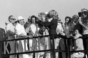 Podio: ganador de la carrera Mario Andretti, Ferrari