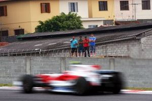 Timo Glock, Toyota TF108 passes fans in the favelas