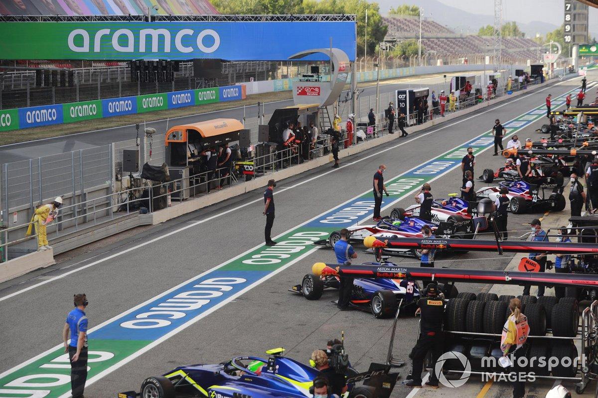 F3 Cars In The Pit Lane, Including Leonardo Pulcini, Carlin Buzz Racing, Clement Novalak, Carlin Buzz Racing