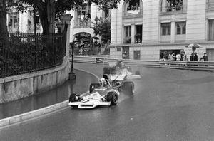 Jean-Pierre Beltoise, BRM P160B devant Mike Beuttler, March 721G Ford
