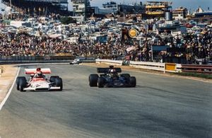 Helmut Marko, BRM P153 and Dave Walker, Lotus 72D Ford