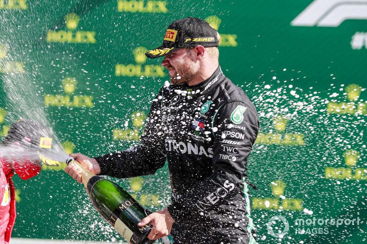 Race winner Valtteri Bottas, Mercedes-AMG Petronas F1 celebrates on the podium with the champagne