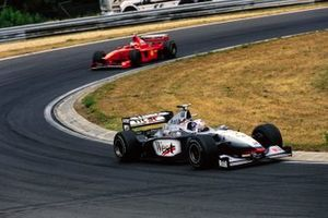 David Coulthard, McLaren MP4-13 Mercedes, Michael Schumacher, Ferrari F300