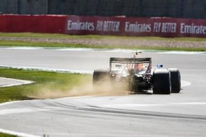 Alex Albon, Red Bull Racing RB16, kicks up some dust