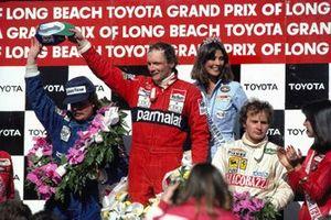 Podium : le vainqueur Niki Lauda, McLaren, le second Keke Rosberg, Williams, le troisième Gilles Villeneuve, Ferrari