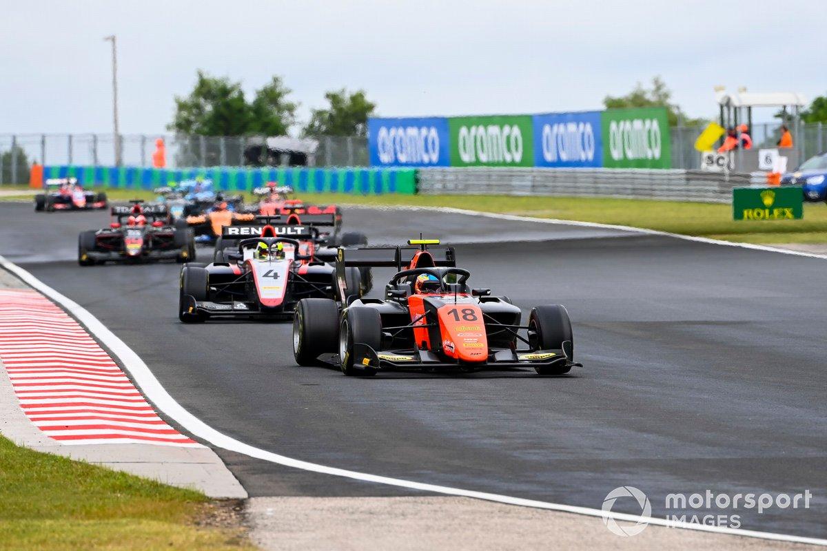 Bent Viscaal, MP Motorsport, davanti a Max Fewtrell, Hitech Grand Prix