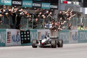 Race winner Kimi Raikkonen, McLaren