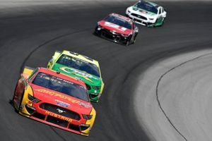 Ryan Blaney, Team Penske, Ford Mustang Advance Auto Parts, Matt DiBenedetto, Wood Brothers Racing, Ford Mustang Menards/Quaker State