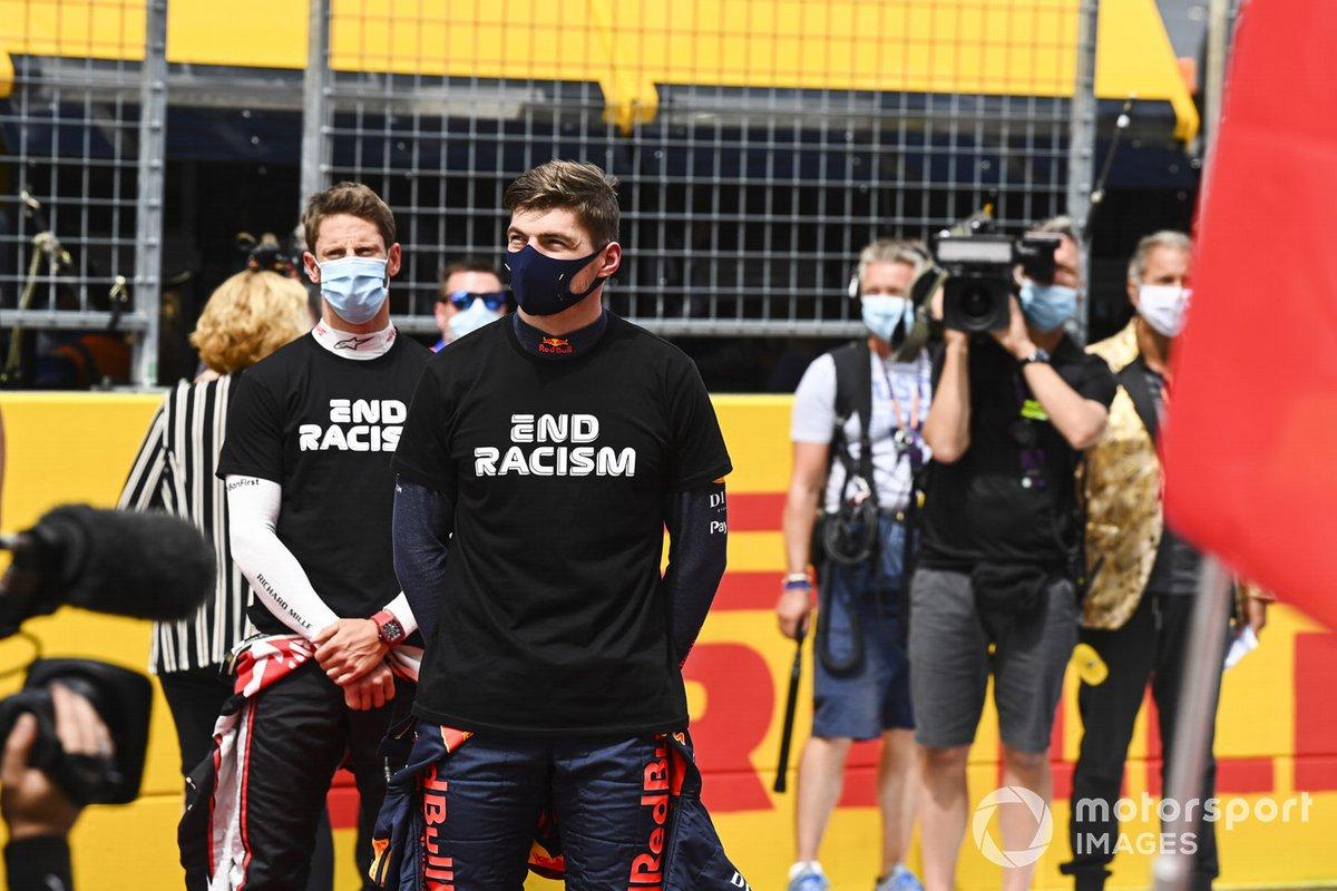 Romain Grosjean, Haas F1, e Max Verstappen, Red Bull Racing, sulla griglia di partenza prima della gara