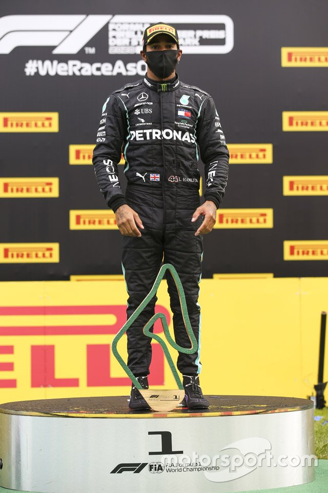 Race Winner Lewis Hamilton, Mercedes-AMG Petronas F1 on the podium