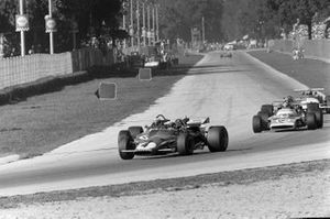 Clay Regazzoni, Ferrari 312B voor Jackie Stewart, March 701 Ford en Jean-Pierre Beltoise, Matra MS120