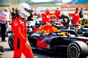 Sebastian Vettel, Ferrari in Parc Ferme looking at the car of Max Verstappen, Red Bull Racing RB16