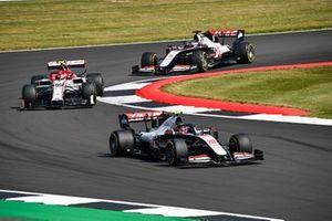 Kevin Magnussen, Haas VF-20, Antonio Giovinazzi, Alfa Romeo Racing C39 and Romain Grosjean, Haas VF-20