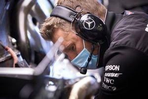Механик Mercedes AMG F1 Team