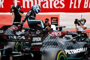 Pole Sitter Valtteri Bottas, Mercedes AMG F1 celebrates in Parc Ferme