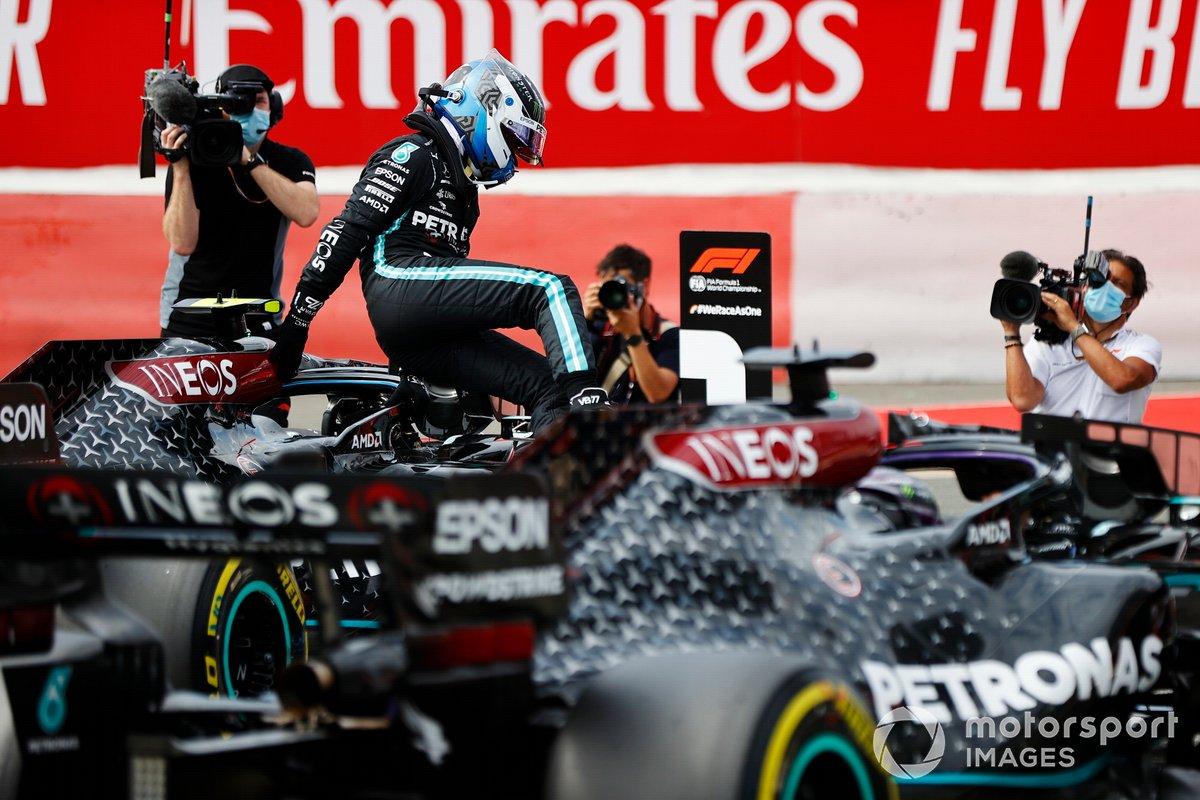 Ganador de la pole Valtteri Bottas, Mercedes AMG F1 celebra en Parc Ferme