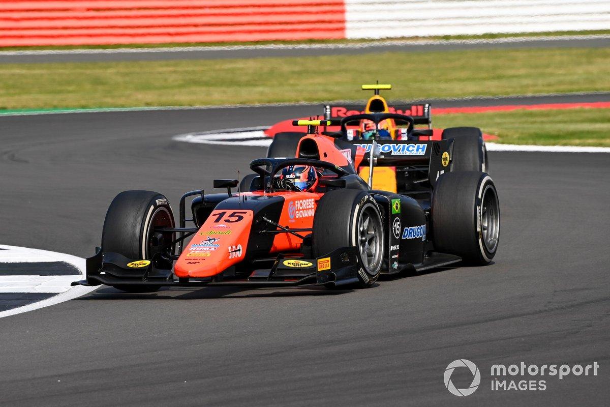 Felipe Drugovich, MP Motorsport, precede Jehan Daruvala, Carlin
