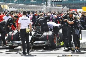 Lewis Hamilton, Mercedes-AMG F1, prepares on the grid