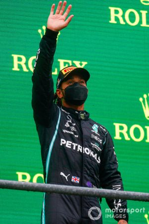 Lewis Hamilton, Mercedes, 3rd position, waves from the podium