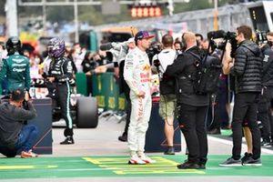 Max Verstappen, Red Bull Racing, wordt geïnterviewd na de kwalificatie