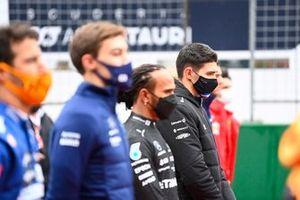Esteban Ocon, Alpine F1, staat met de andere coureurs op de grid