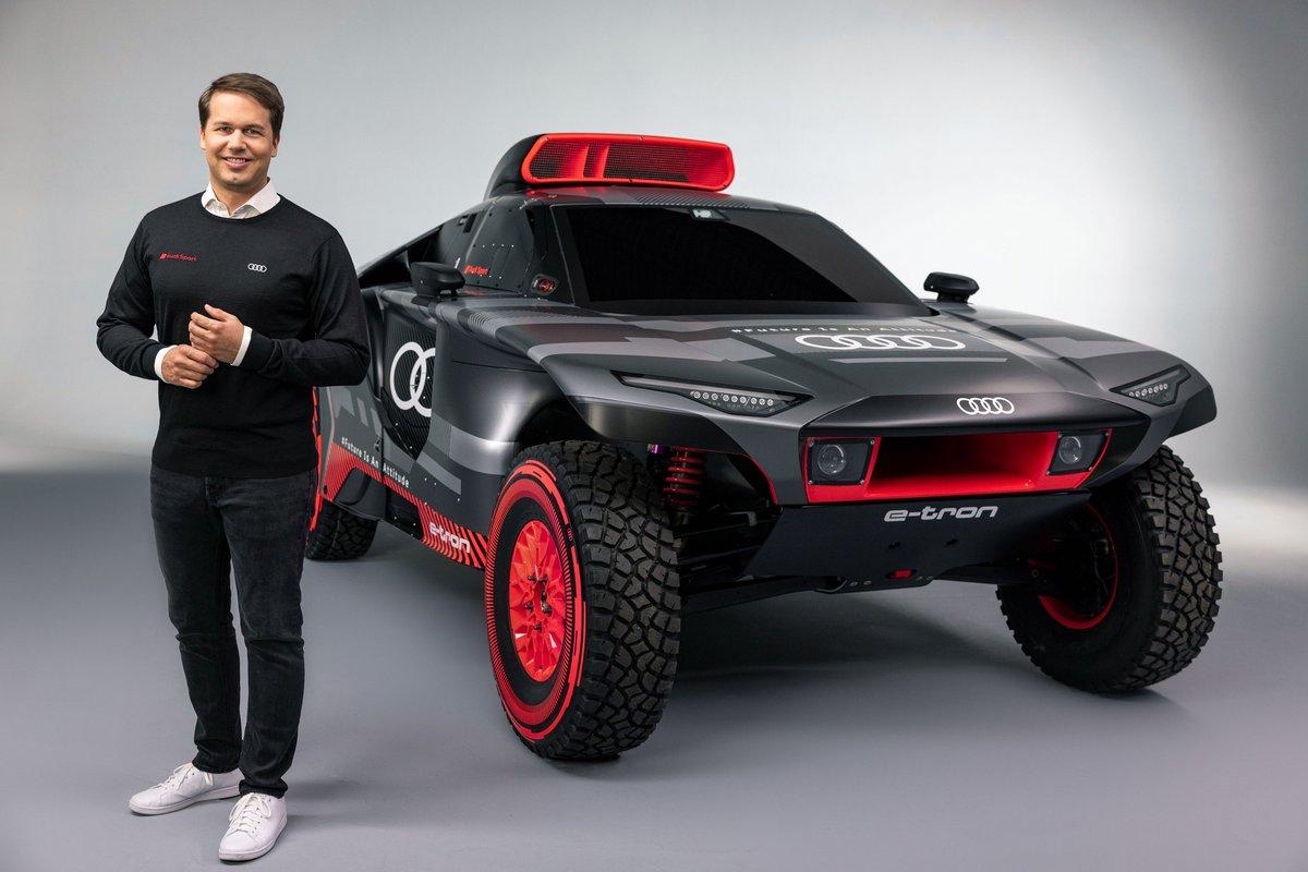 Julius Seebach, amministratore delegato di Audi Sport GmbH con l'Audi RS Q e-tron