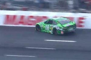 Kyle Busch, Joe Gibbs Racing, Toyota Camry crashes at Turn 1