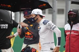 Max Verstappen, Red Bull Racing, and Pierre Gasly, AlphaTauri, on the grid