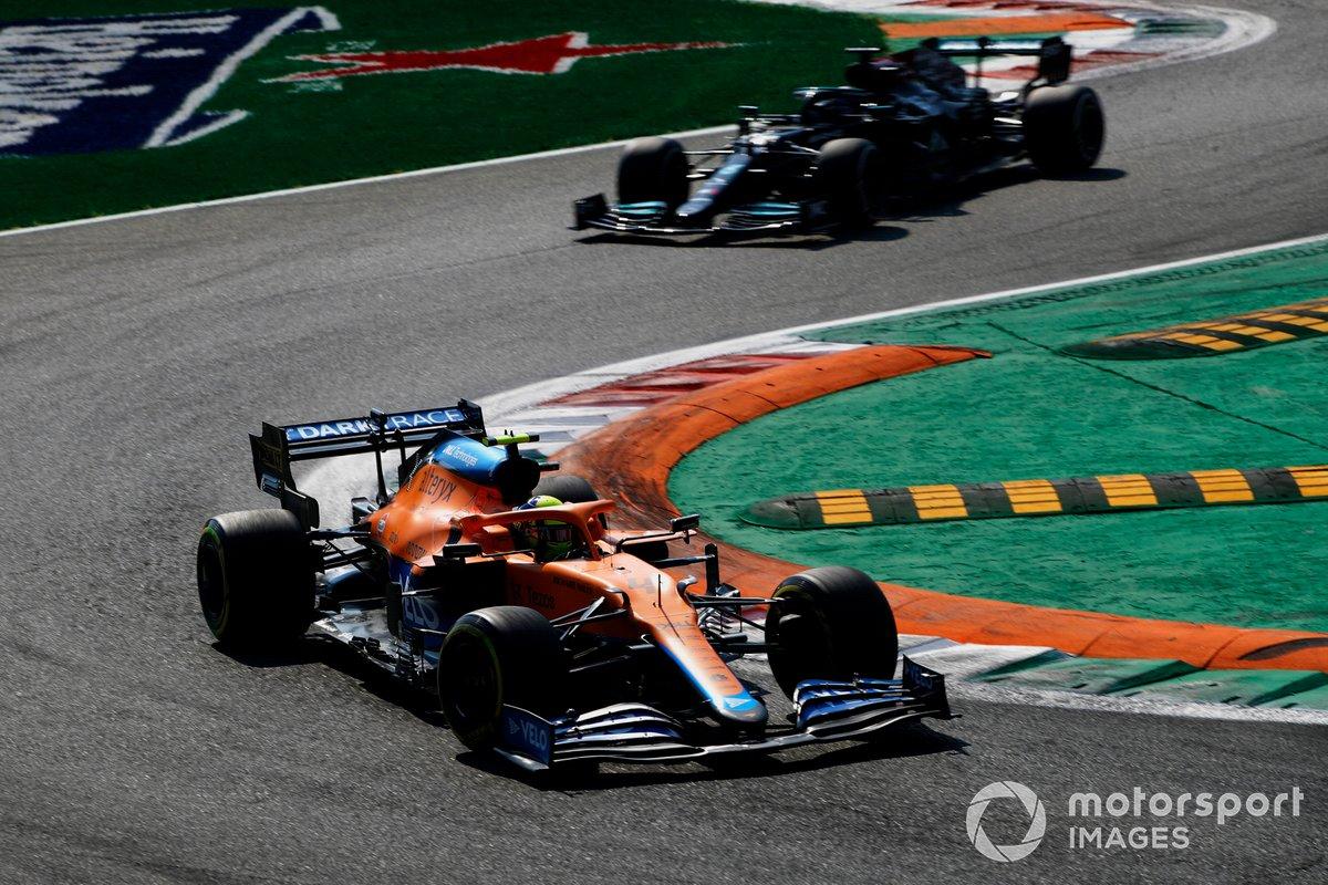 Lando Norris, McLaren MCL35M, Lewis Hamilton, Mercedes W12