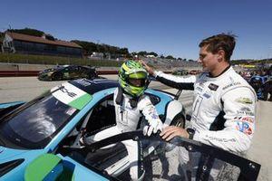 Le vainqueur du trophée de la pole position Motul #16: Wright Motorsports Porsche 911 GT3R, GTD: Patrick Long, Trent Hindman