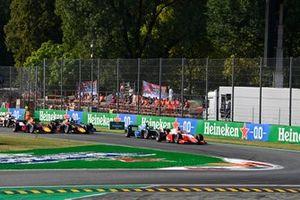 Oscar Piastri, Prema Racing at start of race