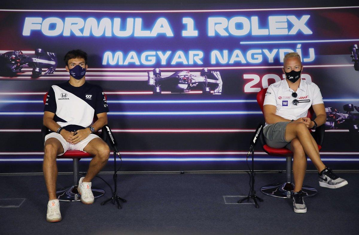 Pierre Gasly, AlphaTauri y Nikita Mazepin, Haas F1 en la conferencia de prensa
