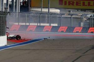 Antonio Giovinazzi, Alfa Romeo Racing C41 crashes during practice