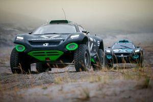 Emma Gilmour/Stephane Sarrazin, Veloce Racing, precede Molly Taylor/Johan Kristoffersson, Rosberg X Racing
