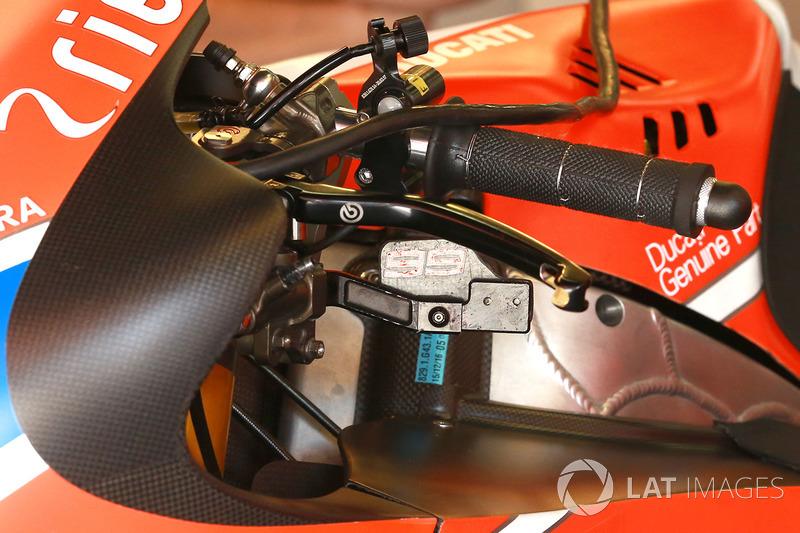 Рычаг заднего тормоза на мотоцикле Хорхе Лоренсо, Ducati Team
