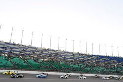 Start: Christopher Bell, Kyle Busch Motorsports, Toyota; Matt Crafton, ThorSport Racing, Toyota