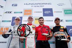 Podium : le vainqueur Maximilian Günther, Prema Powerteam Dallara F317 - Mercedes-Benz, le deuxième Jake Hughes, Hitech Grand Prix, Dallara F317 - Mercedes-Benz, le troisième Jehan Daruvala, Carlin, Dallara F317 - Volkswagen