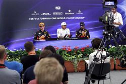 Max Verstappen, Red Bull Racing, Lewis Hamilton, Mercedes AMG F1 and Daniel Ricciardo, Red Bull Raci
