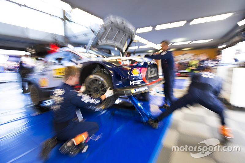 Thierry Neuville, Nicolas Gilsoul, Hyundai i20 WRC, Hyundai Motorsport al servizio assistenza