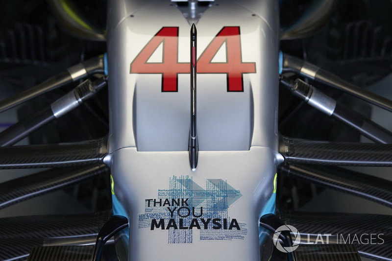Надпись «Спасибо, Малайзия» на носовом обтекателе Mercedes AMG F1 W08 Льюиса Хэмилтона